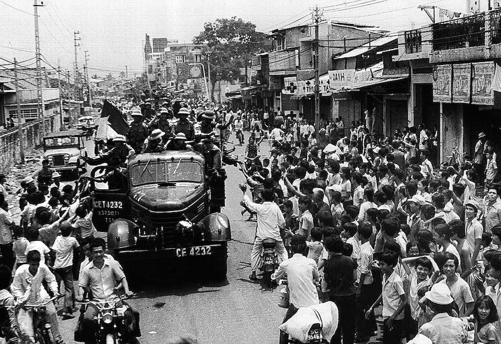 Le forze nordvietnamite entrano a Saigon, 30 aprile 1975 (Foto: AFP/AFP/Getty Images).