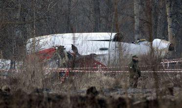 Resti dell'aereo Tupolev Tu-154 a alcuni km dalla cittadina russa di Smolensk, aprile 2010 (Foto: NATALIA KOLESNIKOVA/AFP/Getty Images).