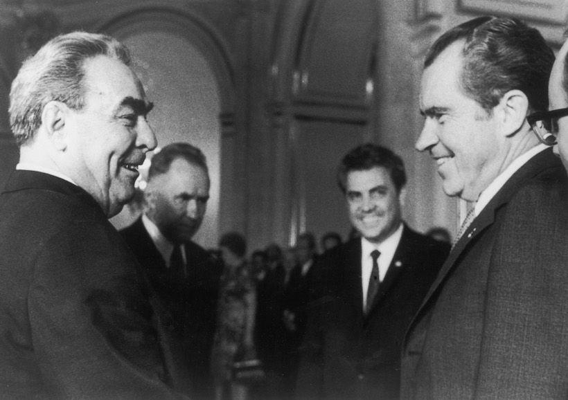 Richard Nixon e Leonid Brezhnev durante il summit di Mosca, maggio 1972 (Foto: Keystone/Hulton Archive/Getty Images).