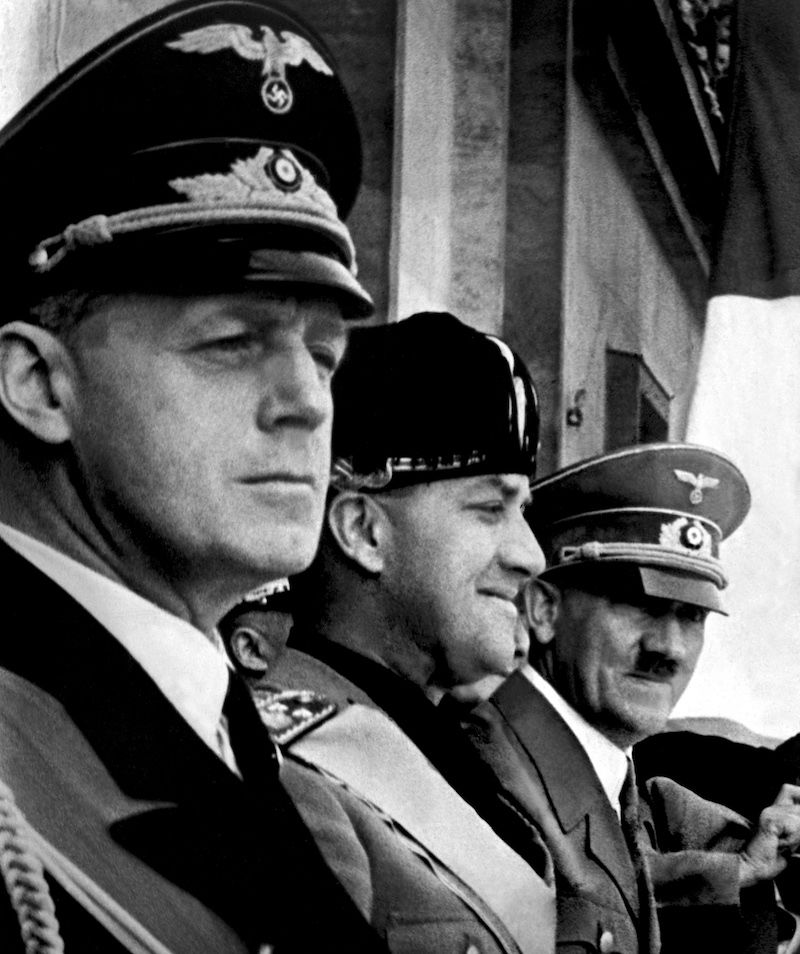 Ribbentrop, Ciano e Hitler a Berlino il giorno della firma del Patto d'Acciaio, 22 maggio 1939 (Foto: /AFP/Getty Images).