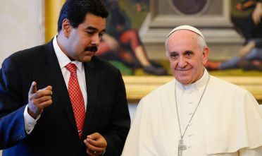 Pope Francis (r) speaks with Venezuelan President Nicolas Maduro during a private audience in the pontiff's library on June 17, 2013 at the Vatican. AFP PHOTO / POOL / ANDREAS SOLARO        (Photo credit should read ANDREAS SOLARO/AFP/Getty Images)