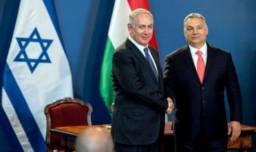 Israeli Prime Minister Benjamin Netanyahu (L) and his Hungarian counterpart Viktor Orban shake hands as they give a joint press conference at the parliament in Budapest, Hungary, on July 18, 2017. / AFP PHOTO / HUNGARIAN PRIME MINISTER'S OFFICE AND POOL / KAROLY ARVAI        (Photo credit should read KAROLY ARVAI/AFP/Getty Images)