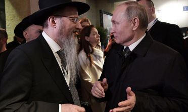 JERUSALEM, ISRAEL - JANUARY 23, 2020: Russia's Chief Rabbi Berl Lazar (L) and Russia's President Vladimir Putin attend the commemorative event as part of the Remembering the Holocaust: Fighting Antisemitism international forum at the Yad Vashem memorial complex. Alexei Nikolsky/Russian Presidential Press and Information Office/TASS (Photo by Alexei NikolskyTASS via Getty Images)