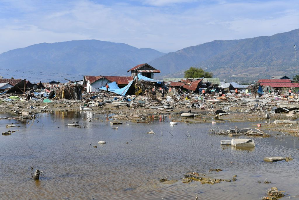 Indonesian K9 police unit searches for victims in Palu, in Indonesia's Central Sulawesi on October 5, 2018, following the September 28 earthquake and tsunami. - Search teams made desperate last-ditch efforts on October 5 to find survivors in destroyed buildings a week on from Indonesia's devastating quake-tsunami, as the death toll from the disaster rose above 1,500. (Photo by ADEK BERRY / AFP)        (Photo credit should read ADEK BERRY/AFP/Getty Images)