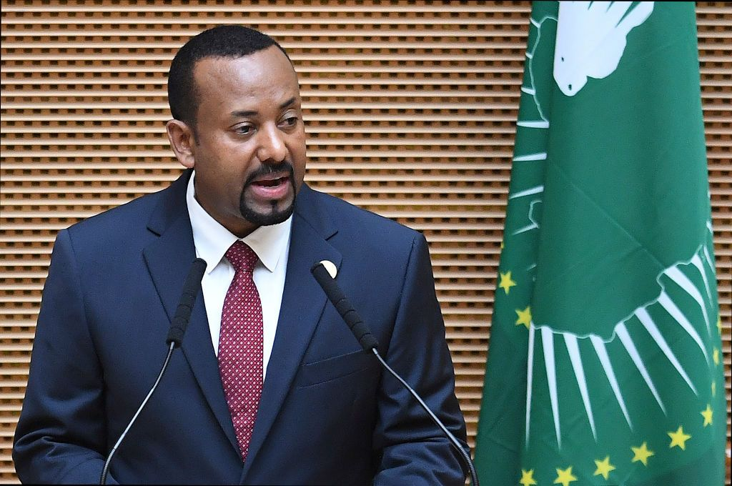 [Il primo ministro dell'Etiopia Abiy Ahmed interviene all'Assemblea dell'Unione Africana, Addis Abeba, 17/11/2018. Foto di MONIRUL BHUIYAN/AFP/Getty Images]