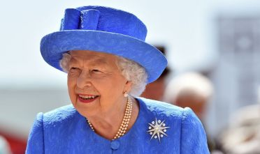 La regina del Regno Unito Elisabetta II (Photo credit should read GLYN KIRK/AFP/Getty Images).
