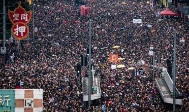 Il 16 giugno a Hong Kong, manifestanti chiedono la cancellazione definitiva del progetto di legge per l'estradizione. Foto: Anthony Kwan/Getty Images