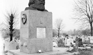 La tomba di Karl Marx al cimitero di Highgate, Londra. Foto di Rosemary Matthews /Getty images
