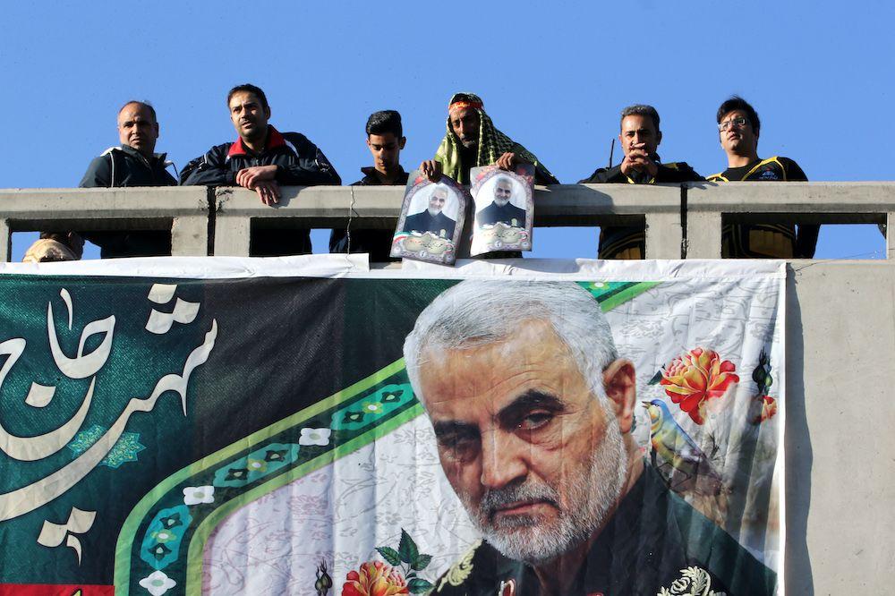 Manifestanti nella città natale di Qasem Soleimani, Kerman, gennaio 2020. Foto via GettyImages.