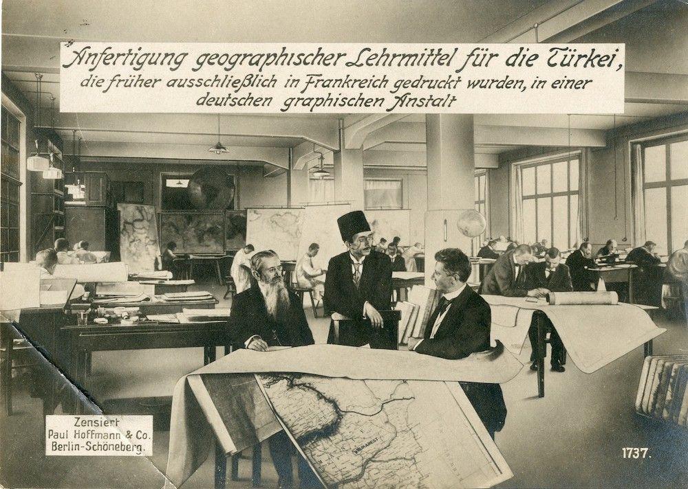 Fonte: Allestimento di strumenti didattici per la geografia delle scuole turche in uno stabilimento tedesco di inizio Novecento.