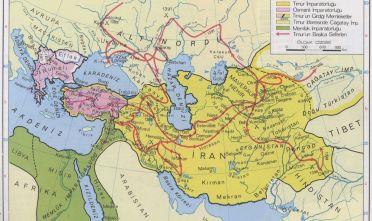 Fonte: H. Dag˘tekin, «Timur Imparatorlug˘u: 1404» («Impero di Tamerlano: 1405»), da Genel Tarih Atlası (Atlante di storia generale), İstanbul 2004, İnkilâp, p. 47.