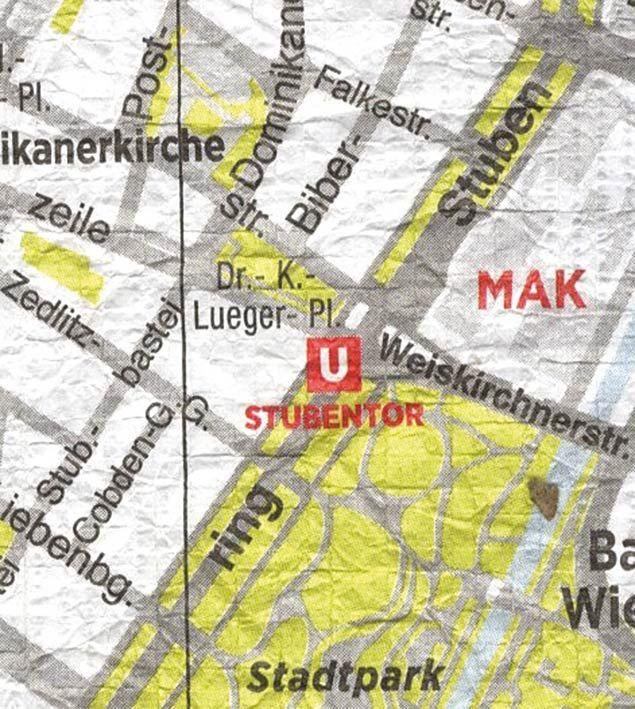 Fonte figure 3 e 4: E. Pizzolorusso, Crumpled City Vienna, stampata su materiale sintetico idrorepellente, cartografia dell'Istituto Geografico De Agostini, Firenze 2014, Palomar.