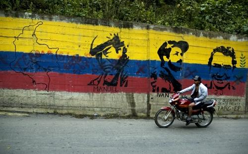 Processo di pace Colombia-FARC-(EL ULTIMO DIA DE LA GUERRA).....Cuba fa da garante............ Farc_murales_corbis_500
