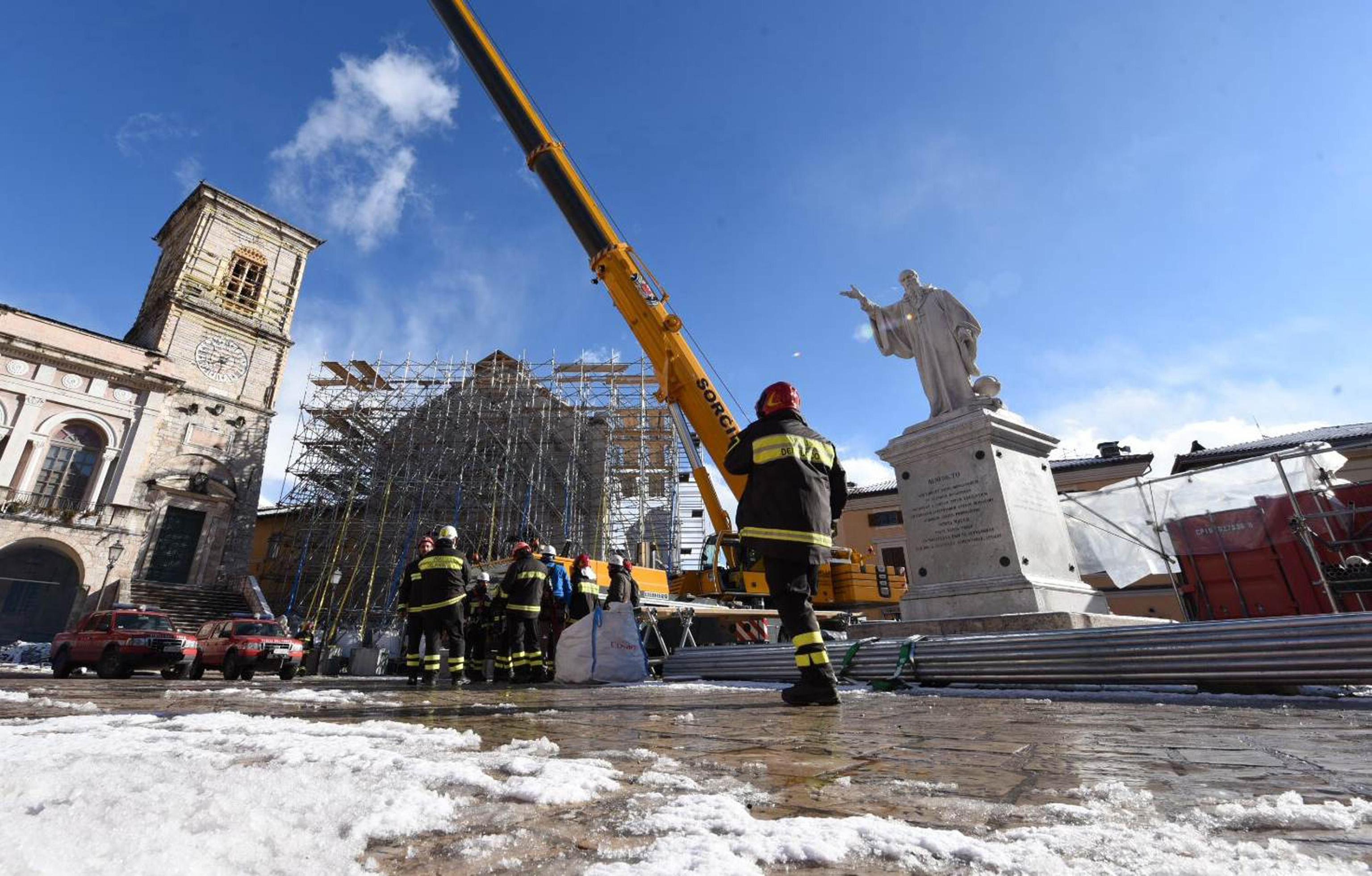Terremoto: neve sui centri umbri colpiti dal sisma