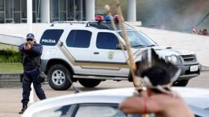 Gli scontri a Brasilia tra indigeni e polizia (bbc.com)