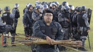 Le frecce sequestrate e raccolte dopo la battaglia (bbc.com)