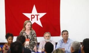 Gleisi Hoffmann, presidente del PT, coordina la riunione della segreteria
