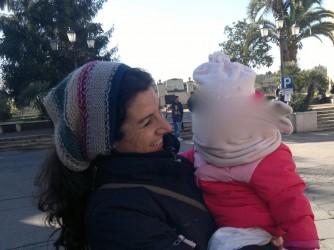 Michela Giarrusso con la figlia (foto schermata)