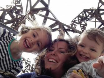 """Silvia con i figli che quando si arrabbiano dicono """"sobbolle"""" e le fanno ricordare Bologna"""