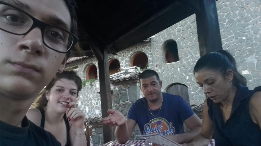 Mattia, Sara, Valerio e la moglie Giuliana in un giorno di festa