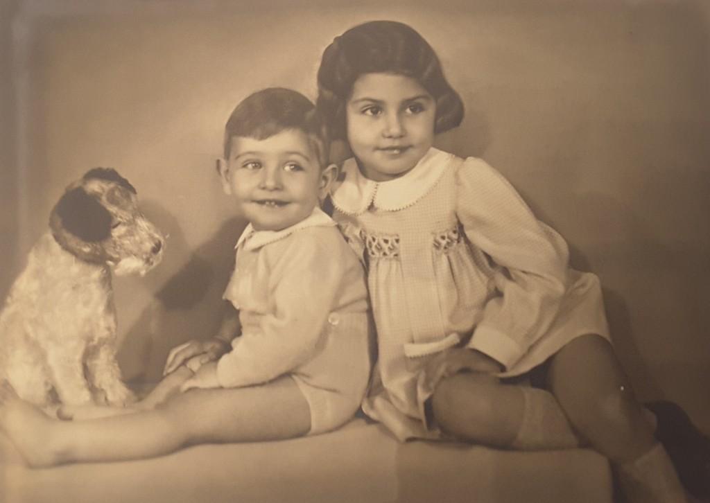 Maria Cristina, che tutti chiamano Cristina, a quattro anni con suo fratello Marcello