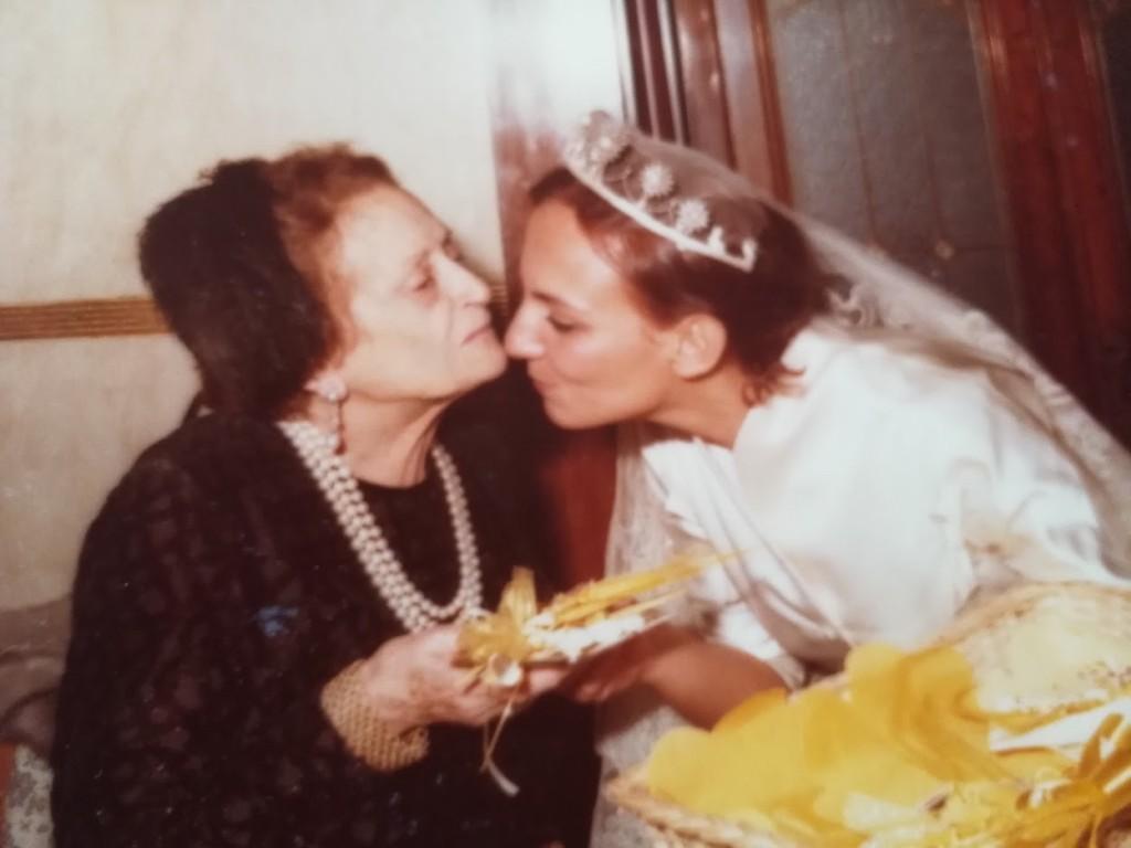 Mausi con la nonna nel giorno del suo matrimonio