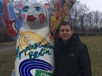 Angelo durante un viaggio in Germania