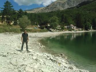 William sulla riva del Lago di Scanno