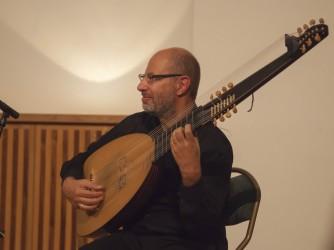 Franco con il suo strumento musicale