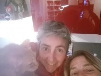 Daniela, Stefania e il loro gatto