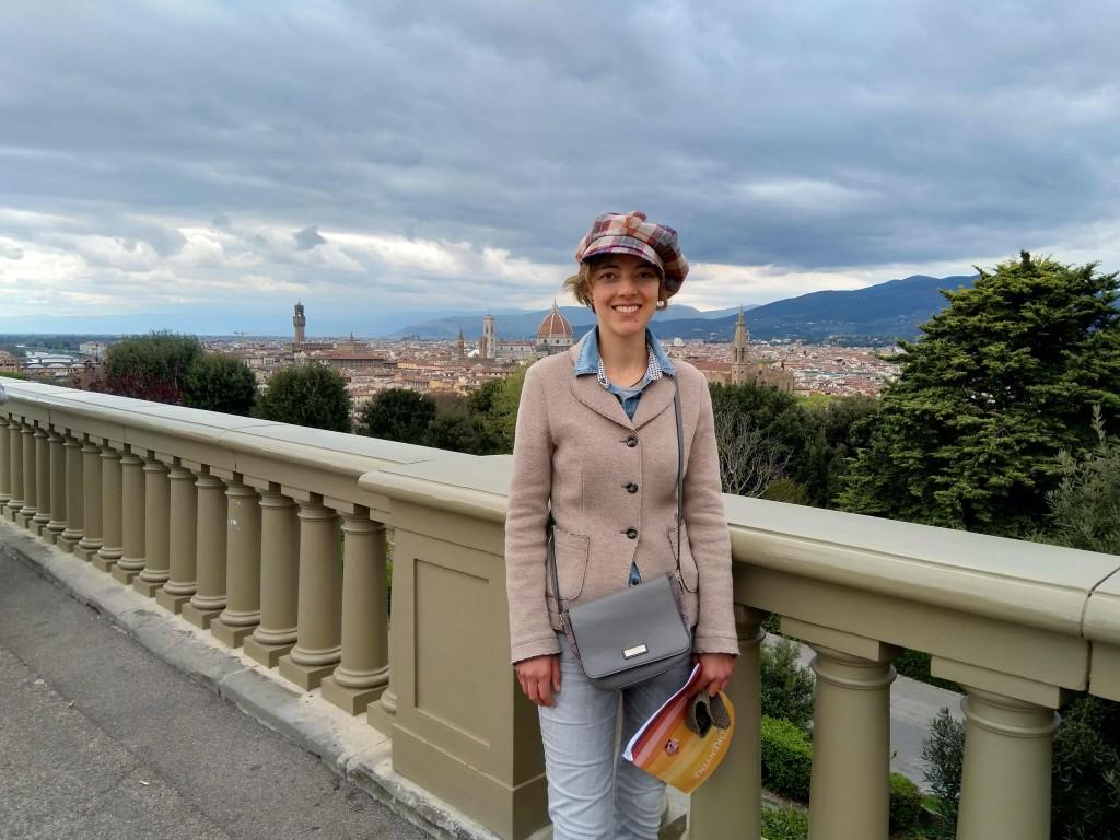 Anna al Piazzale Michelangelo, belvedere su Firenze