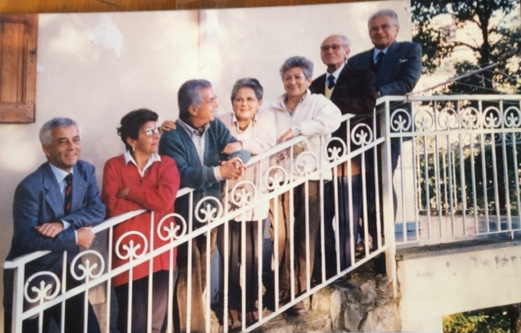 I fratelli Barca, da sinistra dal più giovane Massimo, Serenella, Mauro, Ornella, Liliana, Silvana, Luciano