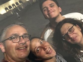 Andreina con i figli Giulia e Tommaso e con il marito Matteo