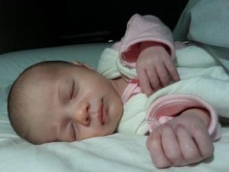 """La figlia di Anna a un mese: """"la pace e l'innocenza del volto di un neonato contro la violenza morale di chi discrimina e umilia le madri"""""""