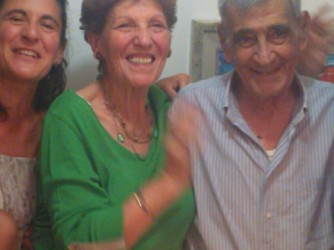 Paola con sua madre Antonia e suo padre Pietro il giorno delle loro nozze d'oro, il 19 luglio 2015