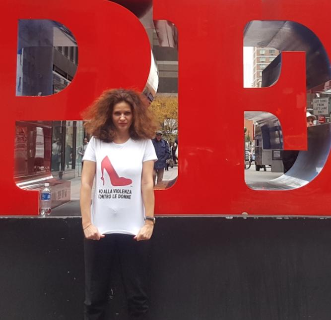 Alessandra manifesta contro la violenza sulle donne