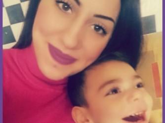 Veronica con suo figlio in una delle immagini di profilo Facebook