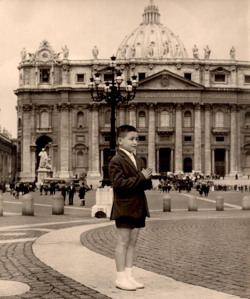 Roberto in piazza San Pietro negli anni in cui frequentava le elementari