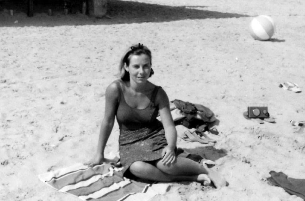 Erminia al mare nel 1961, quando aveva 20 anni