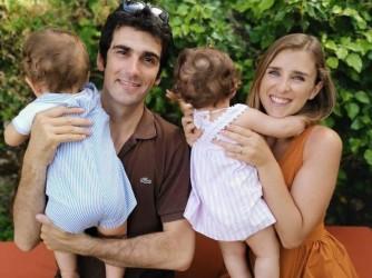 Francesca e Antonio con i loro figli Enrico e Costanza di un anno e mezzo