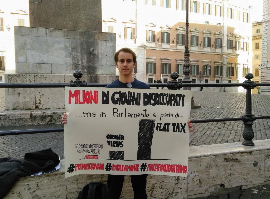 Fabio ha iniziato uno sciopero della fame di protesta davanti a Montecitorio