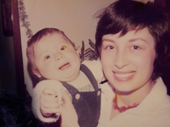 Gianni e la sua mamma Annamaria in una foto di quaranta anni fa