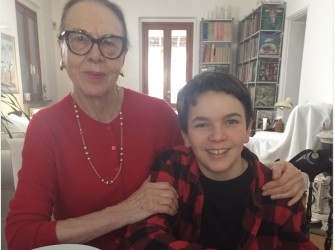 Marilena con suo nipote, lei ha lavorato 44 anni all'Euratom