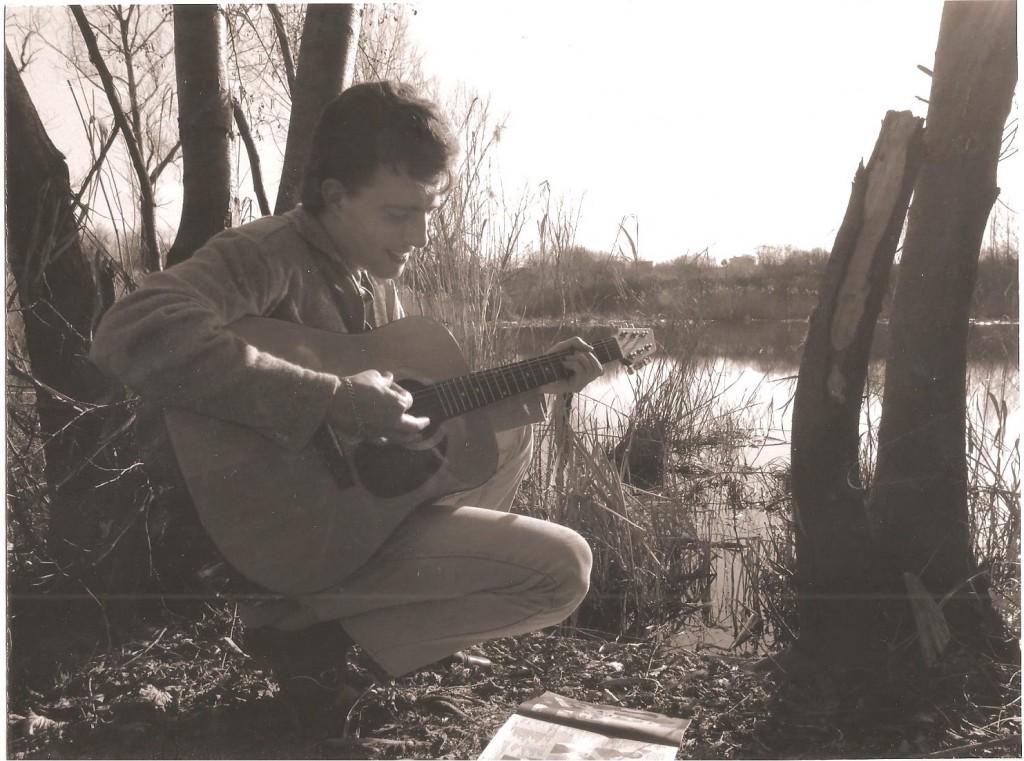 Alessandro è morto nel 2008, amava suonare la chitarra