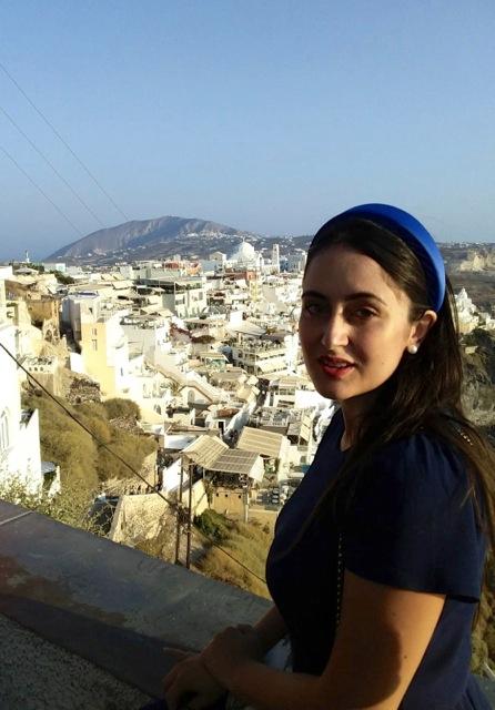 Rossella voleva fare la giornalista, poi si è laureata in legge e ora lavora nella pubblica amministrazione