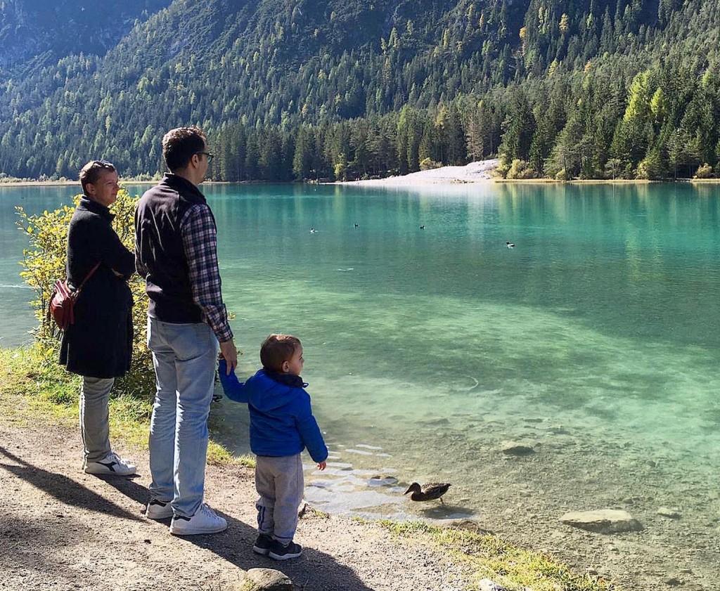 Sara, Giovanni e Guido durante una gita al Lago di Dobbiaco