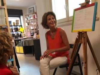 Marcella a una delle sue lezioni-gioco sull'italiano