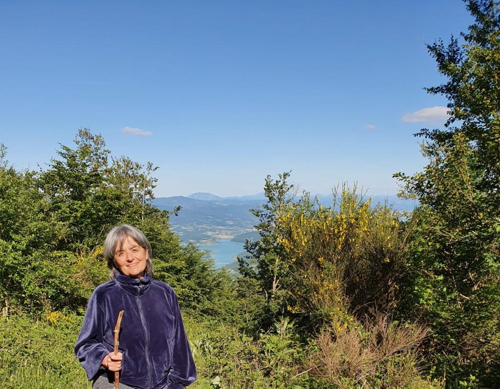 Mariarosa ama la natura e passeggiare nei boschi