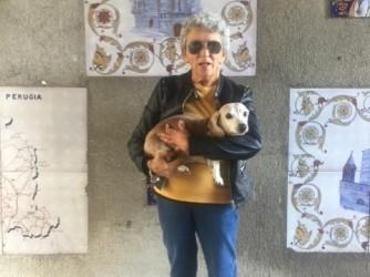 Giuseppina insieme al suo bassotto Pepe, dice Raimondo che a Orbetello tutti li hanno conosciuti