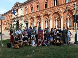 Gli studenti davanti alla sede dell'Università di Milano durante il presidio del 14 luglio